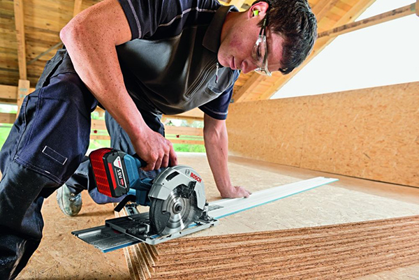 Máy cưa gỗ dùng pin Bosch GKS 18V-57