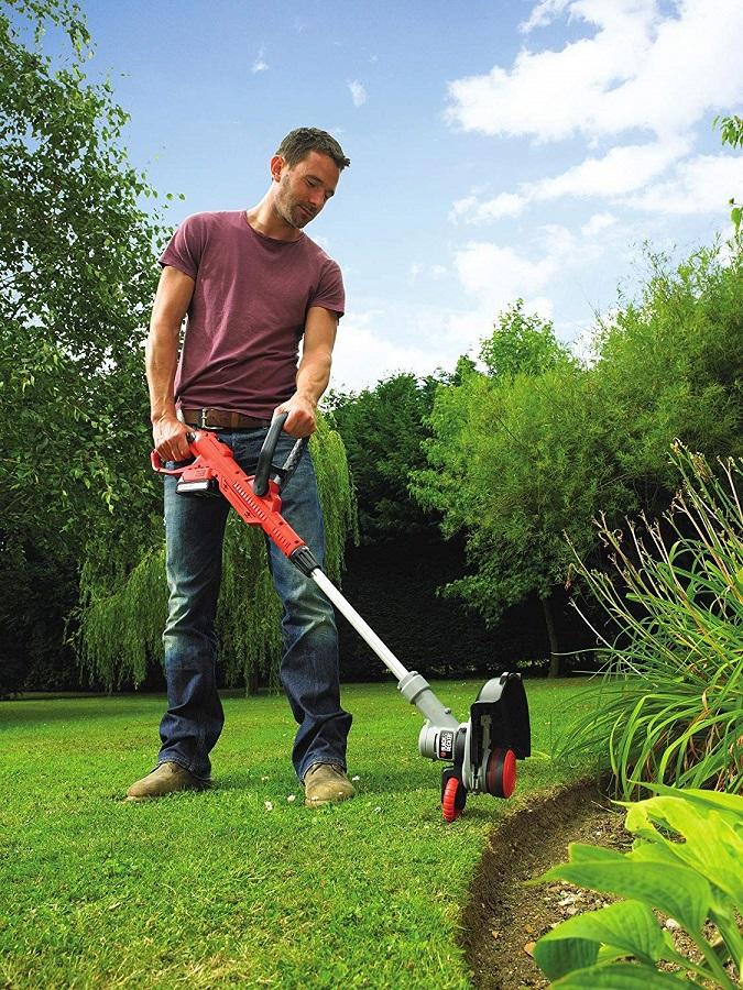 Máy cắt cỏ dùng pin Black&Decker STC1820EPCF-B1