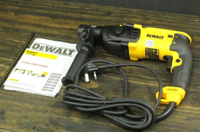 Máy khoan bê tông Dewalt D25133KA 800W