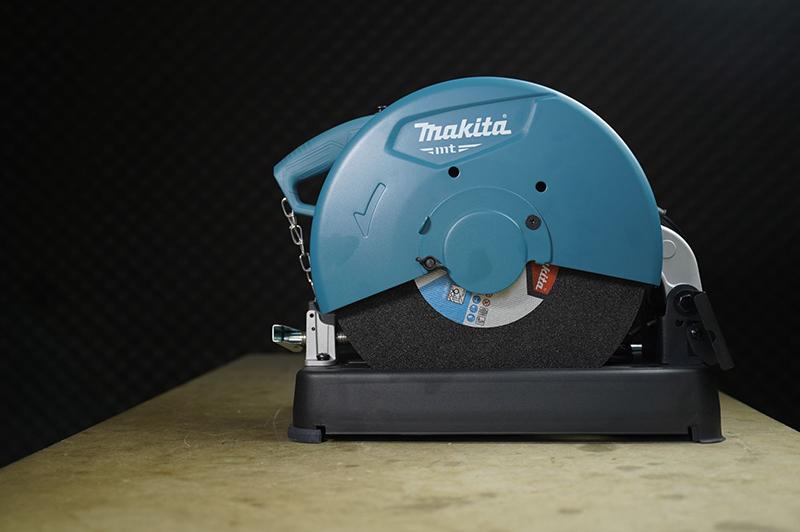 Máy cắt sắt Makita MT2400B