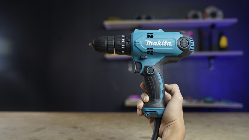 Máy khoan động lực Makita HP0300
