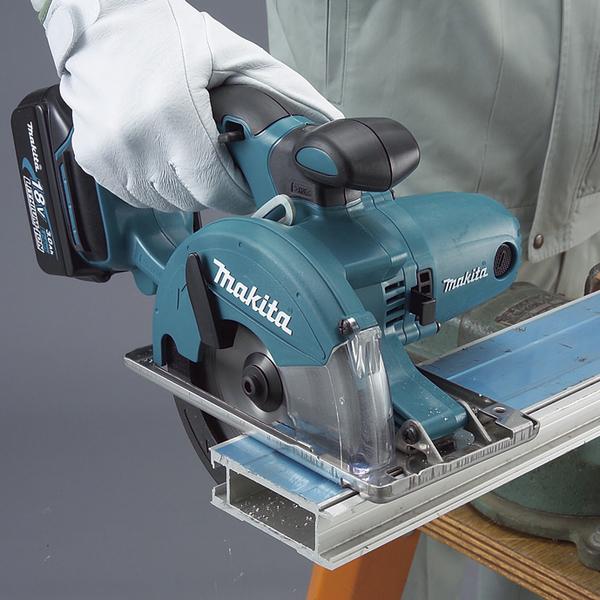 Máy cắt kim loại dùng pin 18V Makita DCS550RME